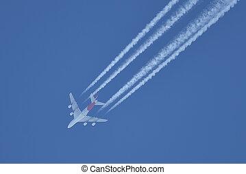 fliegendes, motorflugzeug, auf, der, blauer himmel, abgang, weiße linien, hinten