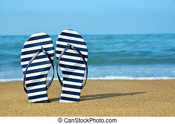 flipflops, på, a, sandig, ocean, strand.