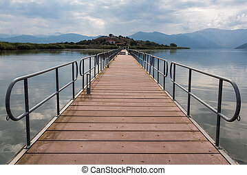 Floating bridge - View of the floating bridge in the Mikri (...