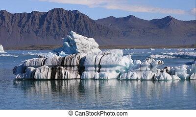 Floating iceberg in glacial lake Jokulsarlon, Iceland -...