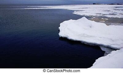 Floating of Onego lake ice, Petrozavodsk