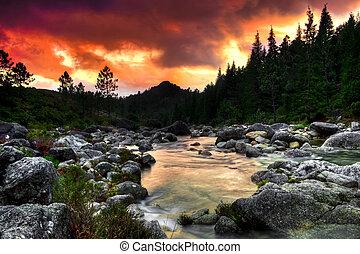 flod, bjerg