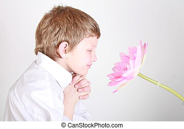 flor, cheirando