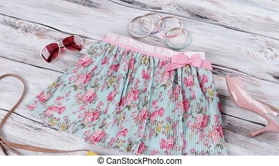 Floral skirt and aviator sunglasses. Bicolor purse with heel...