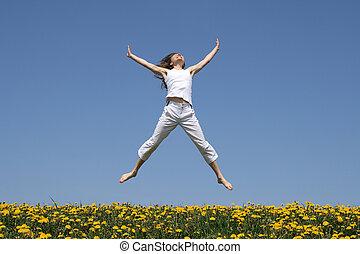 florecimiento, niña, saltar, pradera, sonriente