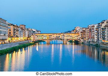 Florence. Ponte Vecchio. - The old medieval bridge Ponte...