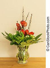 florero de vidrio, con, rojo, amaryllis, y, hojas verdes