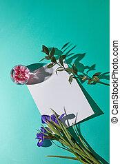 flores, y, un, hoja blanca, de, papel, con, un, fondo verde, topview