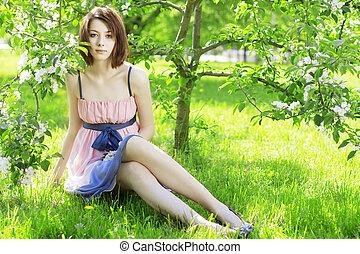 florescendo, menina, fundo, árvores