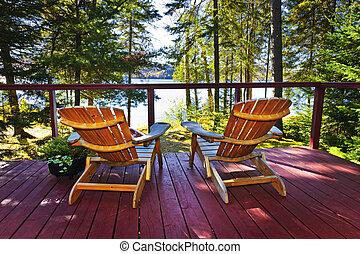 floresta, cabana, convés, e, cadeiras