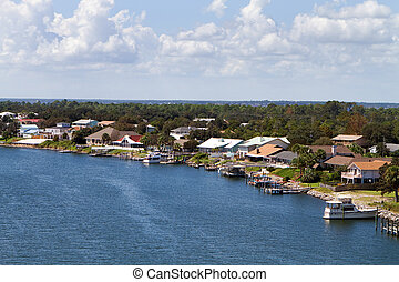 Florida Waterfront Homes - Homes line the coastline in a...