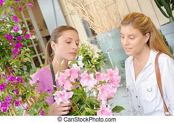 Florist explaining something