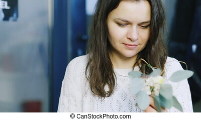 Florist makes the composition of the lotus flowers