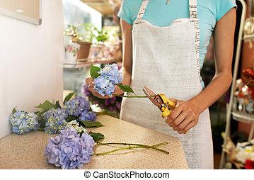 florist workplace cuts flowers