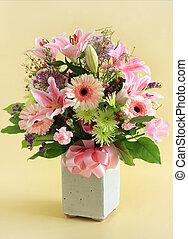 Flower arrangement in pink.