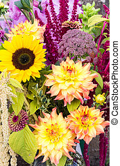 Flower arrangement with fresh flowers