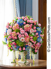 Flower bouquet on table - Close up elegance flower bouquet...