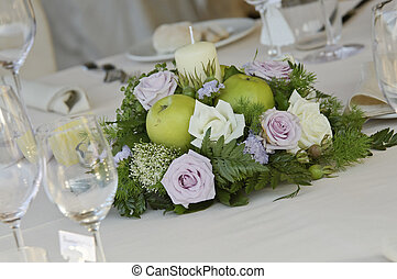 flower centerpiece for wedding table