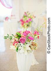 Flower composition in wedding