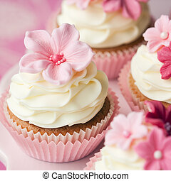 Flower cupcakes - Cupcakes decorated with pink sugar flowers