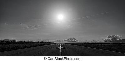 flugplatz, startbahn, rücklicht, mit, berge, in, der,...