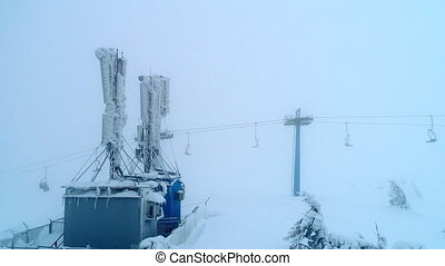 Fly over mobile base station near sli lift - Mobile base...