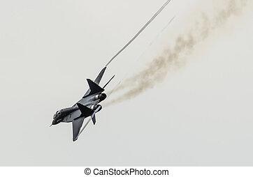 flyvemaskine, fighter, flyver, sharply, drejer, hos, røg, af, engines.