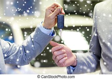 fogadószoba, autó, feláll, kulcs, kézbesít, becsuk, hím, autó