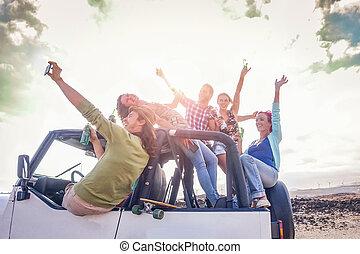 fogalom, emberek, selfie, szünidő, átváltható, csoport, elgáncsol, -, fiatal, utazás, -eik, pezsgő, boldog, barátság, ünnepek, közben, ivás, barátok, életmód, autó, bevétel, fiatalság, móka, birtoklás, út