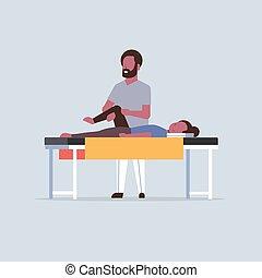 fogalom, masszőr, gyógyász, asztal, leány, sport, fizikai, fiatal, bánásmód, hosszúság, sebesült, tele, türelmes, terápia, gyógyulás, térd, feldolgozó, kézikönyv, amerikai, fekvő, afrikai, masszázs, masszázs