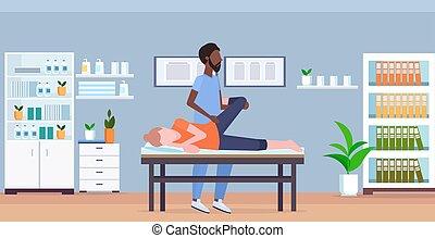 fogalom, masszőr, klinika, gyógyász, leány, sport, fizikai, amerikai, bánásmód, belső, combok, tele, türelmes, szekrény, terápia, gyógyulás, orvosi, kézikönyv, ágy, hosszúság, fekvő, afrikai, masszázs, masszázs