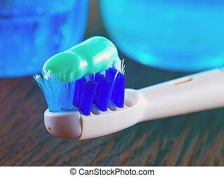 fogkefe, fogkrém, és, szájvíz