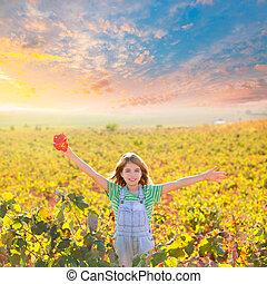 foglia autunno, braccia, vigneto, campo, ragazza, felice, aperto, rosso, capretto