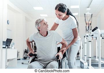 fogyatékos, bábu ül, alatt, egy, tolószék
