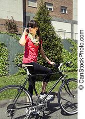 folâtre, femme, appeler, téléphone, vélo, fixie