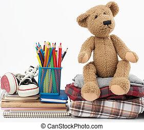 folded, кроссовки, виды спорта, тедди, коричневый, белый, задний план, медведь, стек, канцелярские товары, одежда
