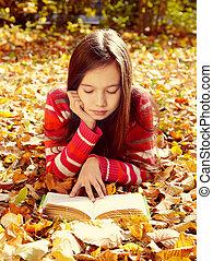 folhas, livro, leitura menina, caído, mentindo