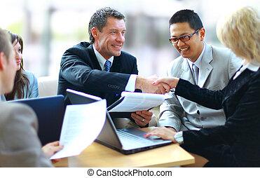 folk branche, hænder, ryse, oppe, færdigbehandle, møde