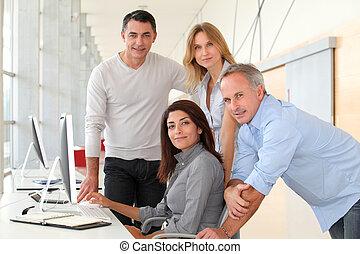 folk grupp, in, affärsverksamhet träna