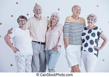 folk, vänner, annat., äldre, krama, varje, le, möte, senior