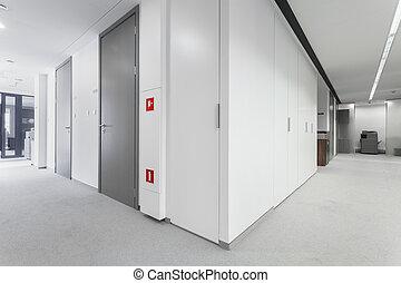 folyosó, noha, szürke, ajtók