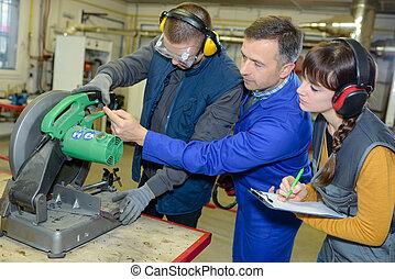 fonctionnement, apprentis, métal, traitement, -, machine