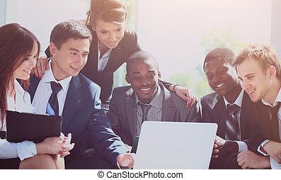 fonctionnement, business, bureau., moderne, équipe, heureux