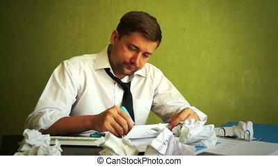 fonctionnement, business, problèmes, jeune, directeur, papers., accablé