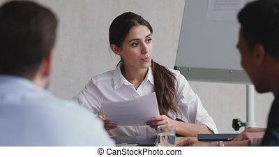 fonctionnement, collègues., éditorial, jeune, équipe, concentré, bureau, femme