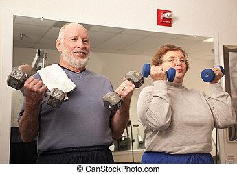 fonctionnement, couple, adulte, personne agee, gymnase, dehors