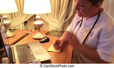 fonctionnement, docteur, ordinateur portable, femme, nuit, infirmière, ou