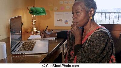 fonctionnement, elle, bureau, business, petit, américain, mûrir, africaine, propriétaire, maison