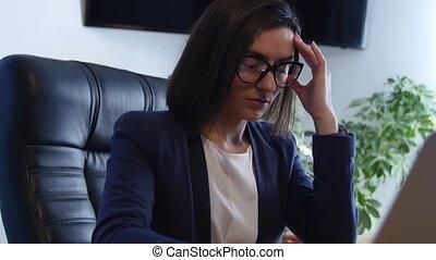 fonctionnement, elle, femme affaires, travaillez bureau, accentué
