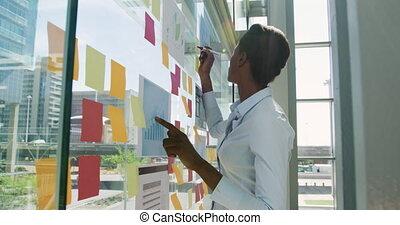 fonctionnement, femme affaires, bureau, moderne, jeune